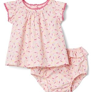 GAP baby girl two piece - size 6-12 months